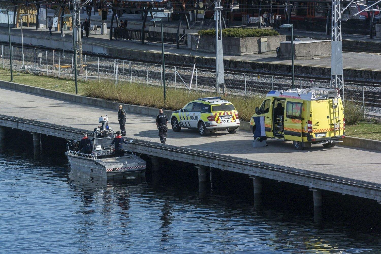 FANT DØD MANN I ELVA: Lørdag ble det funnet en død mann i elva.