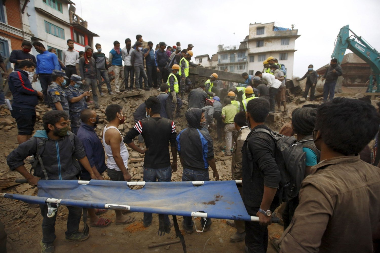 Det letes fortsatt etter overlevende etter helgens jordskjelv i Nepal.