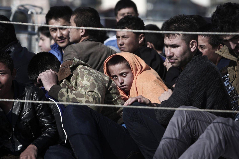 FLYKTNINGER: Strømmen av flyktninger øker - og de som får opphold i Norge, trenger sted å bo. Den norske løsningen har utspilt sin rolle mener de fleste - men er ikke enige om hva som eventuelt kan løse problemet.