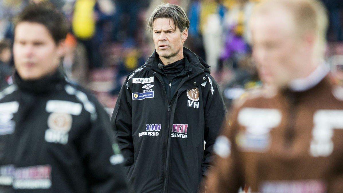 VIL UNNGÅ 16.PLASSEN: Vegard Hansen nekter å oppjustere Mjøndalens ambisjoner, til tross for en overraskende god start på sesongen.