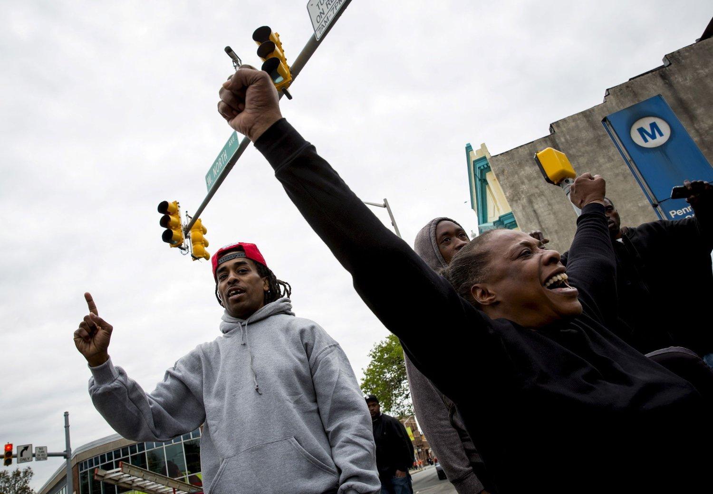 PROTESTER: Også fredag var det protester i Baltimore. Foto: Reuters / NTB scanpix