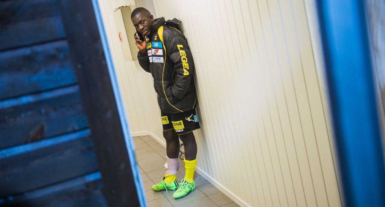 EN ARTIST: Lillestrøms Moryke Fofana herjer stadig på LSKs venstreside, men denne sesongen kan bli hans siste i norsk fotball.