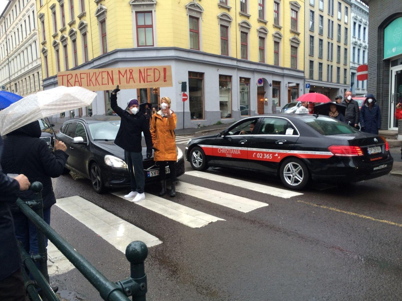 Beboerne på Ruseløkka stanset trafikken i morgentimene.