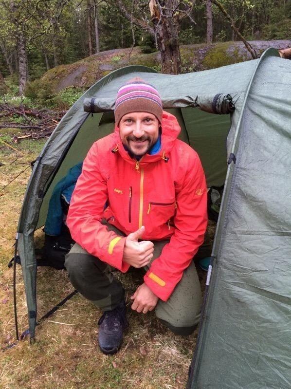 Kronprinsen var tidlig oppe etter teltturen i Vestmarka.
