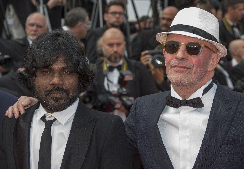 Jacques Audiard fikk Gullpalmen for dramaet «Dheepan». Her sammen med skuespilleren Jesuthasan Antonythasan.
