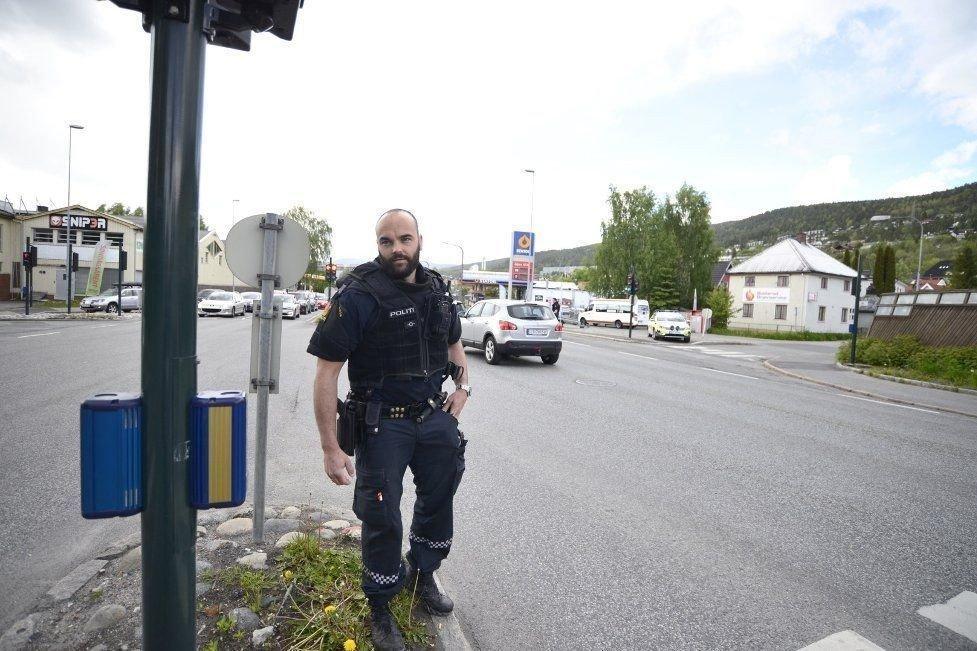SJEKKER BILER: Politiet jakter ranere i Drammen.