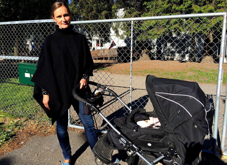 Susanne Larsen fortviler over at Tråkka barnehage legges ned. For å få dagen til å gå opp med ny barnehage langt unna har familien måttet kjøpe en ekstra bil.