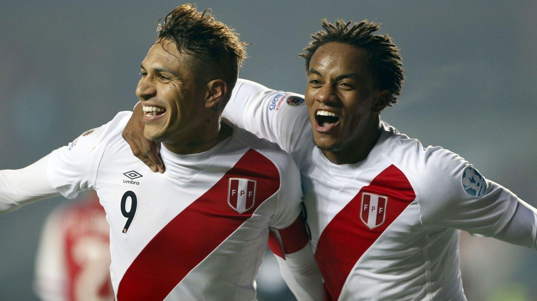 BRONSE-GUTTER: Jose Paolo Guerrero og Andre Carillo jubler for bronse etter seieren mot Paraguay.