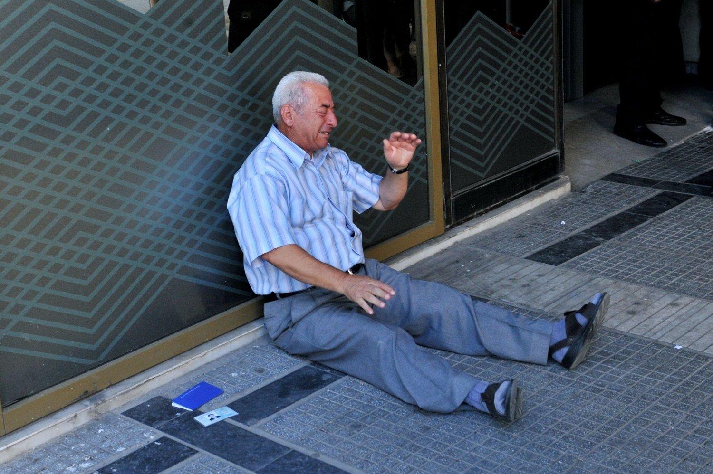 FORTVILELSE: Giorgos Chatzifotiadis forsøkte fire banker, uten å få ut pensjonen sin. Da orket han ikke mer.