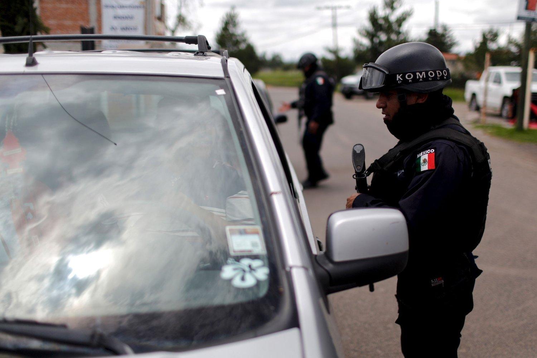 30 MILLIONER KRONER I BELØNNING: Store styrker fra politiet og sikkerhetsstyrkene jakter på den rømte narkotikabaronen Joaquín «El Chapo» Guzmán i Mexico, og myndighetene har utlovet over 30 millioner kroner i belønning til opplysninger som fører til pågripelse.
