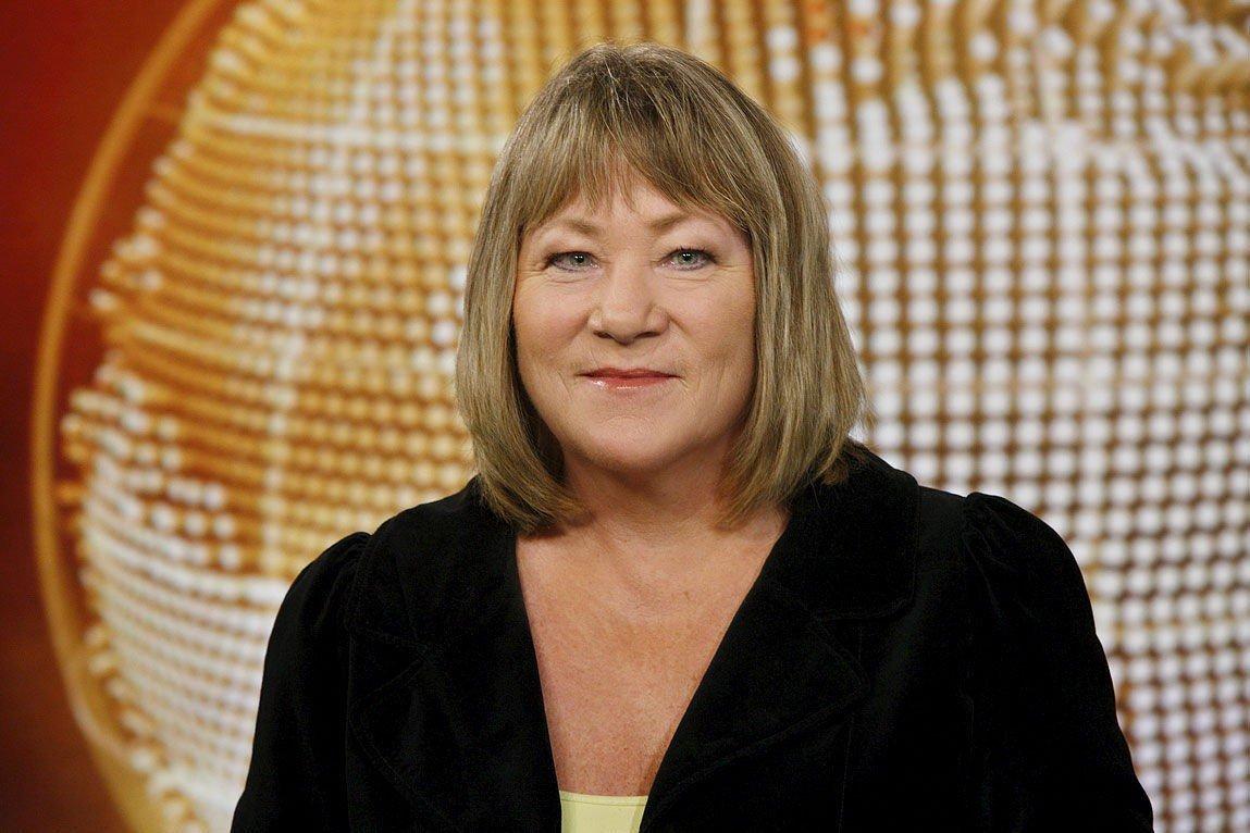 GIR SEG: Mangeårig utenriksmedarbeider i NRK, Annette Groth.