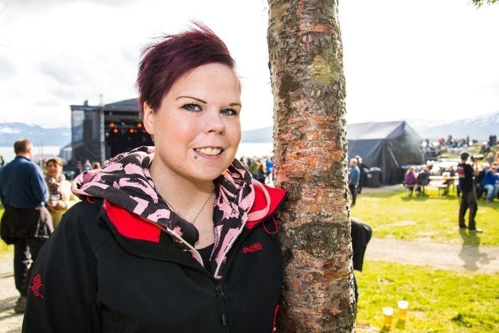 ALENE: Christine Jakobsen stilte mutters alene på Bukta. For å slippe å kjede seg, søkte hun Bukta-venner på en av byens største Facebook-sider.