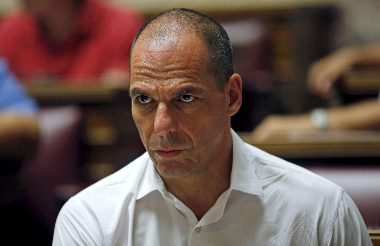 Hellas' tidligere finansminister Yanis Varoufakis er sterkt kritisk til håndteringen av det kriserammede landet.