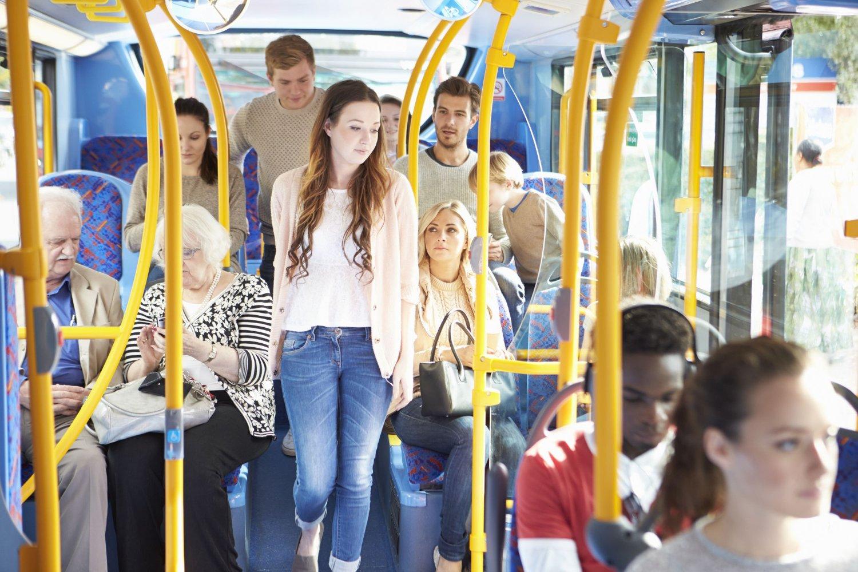 Busselskapet i Sverige selger månedskortene til Migrationsverket for en redusert pris. Asylsøkerne betaler ingenting.