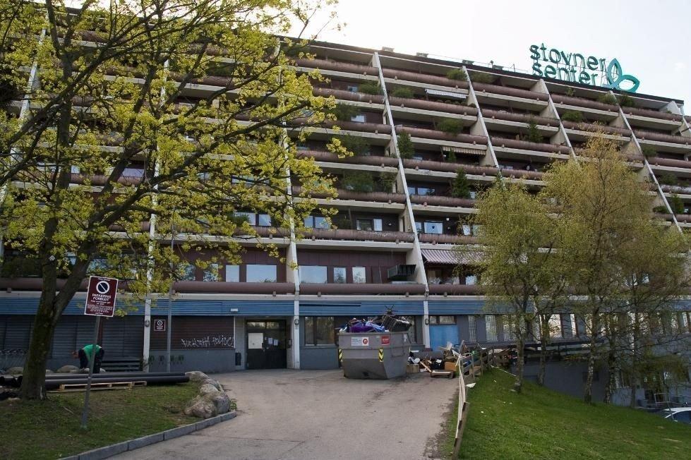Det var i nærheten av Stovner senter at den 70 år gamle kvinnen ble brutalt slått ned og ranet av tenåringsgutter.