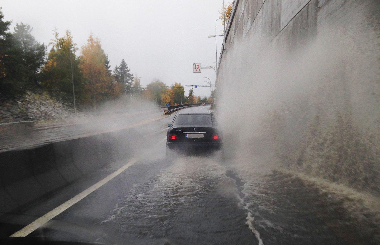 Enkelte steder på Østlandet kan oppleve oversvømmelser det neste døgnet.