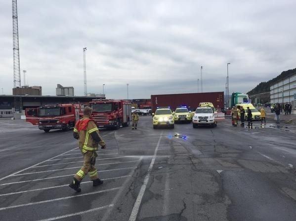 Politiet og brannvesenet rykket tirsdag ettermiddag ut til Sjursøya i Oslo etter en ulykke med mulig farlig gods.