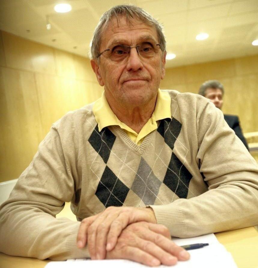 Frp-politiker i Horten, Roald Bentze, er i hardt vær igjen.