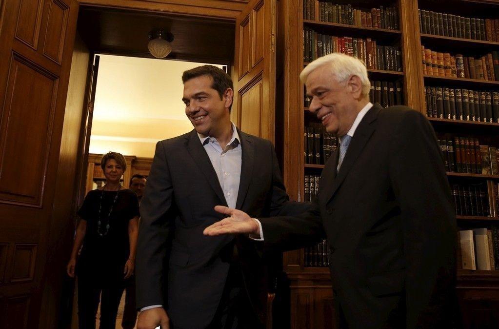 Hellas' statsminister Alexis Tsipras blir mottatt av president Prokopis Pavlopoulos for å levere sin avskjedssøknad. Lederen for det greske opposisjonspartiet Nytt demokrati, Vangelis Meimarakis, får fredag i oppdrag å danne ny regjering i Hellas.