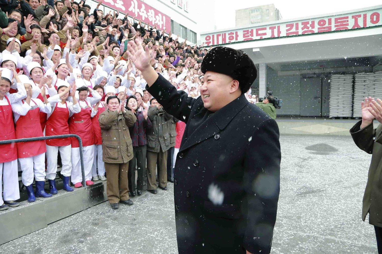 Nord-Koreas leder Kim Jong-un setter hæren langs grensa til Sør-Korea i krigsberedskap etter at spenningen de siste dagene har økt.