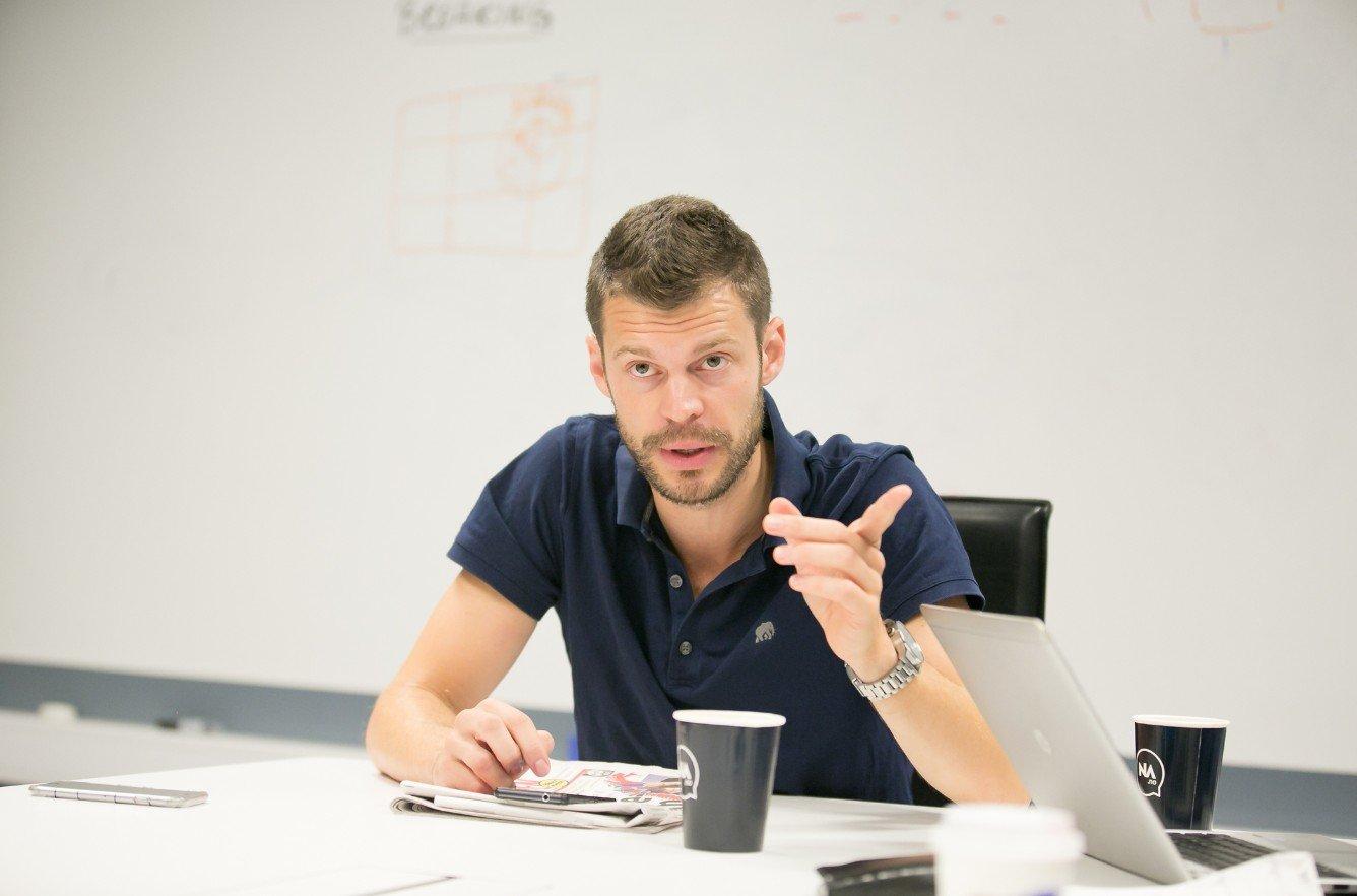 GJESTEREDAKTØR: Rødts leder Bjørnar Moxnes ledet Nettavisens redaksjonsmøte fredag morgen.