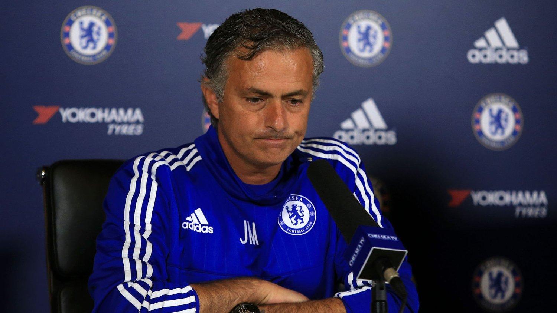 José Mourinho snappet Pedro foran nesen på Manchester United. Nå åpner portugiseren for at Chelsea-stallen kan bli ytterligere forsterket.