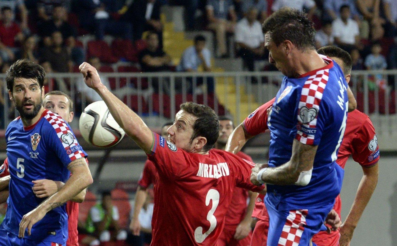 STOPPET AV LANDSMANN : Torsdag skuffet Kroatia og Mario Mandzukic stort med å spille målløst borte mot Aserbajdsjan og deres kroatiske trener, Robert Prosinecki. Nå gjør kroatene alt for å få tilbake poenget de mistet fra hjemmeoppgjøret mot Italia.