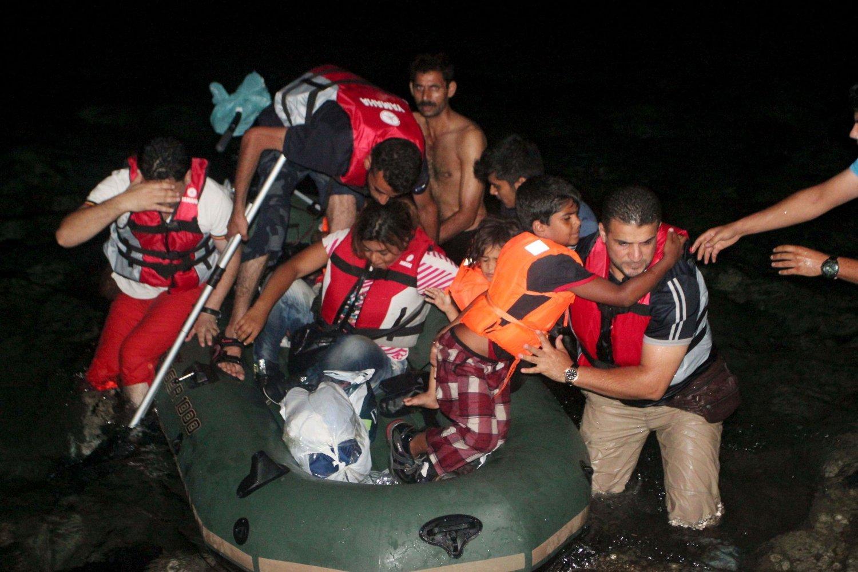Tusenvis av båtflyktninger har lagt ut fra Bodrum i Tyrkia i håp om å nå Hellas. Flere av dem har kjøpt båter og redningsvester av den franske konsulen i byen, som nå har fått sparken.