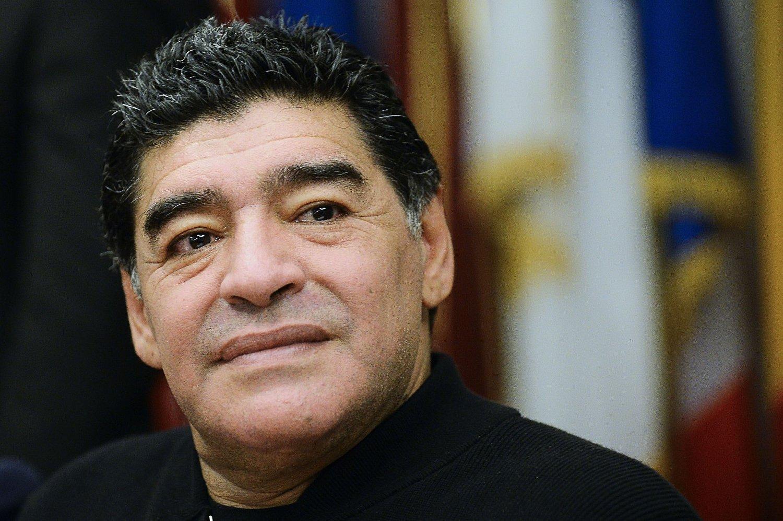 KRITISK: Diego Maradona mener Det internasjonale fotballforbundet ikke vil bli ledet på en bedre måte under den nåværende UEFA-presidenten.