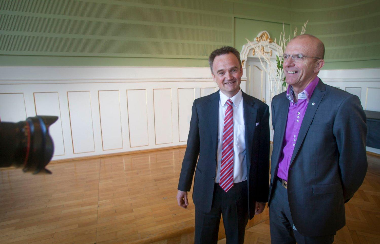 Konsernsjef Jan-Frode Janson (t.v) i Sparebank1 Nord-Norge. Banken har besluttet å omstille virksomheten, og ønsker at hundre personer skal takke ja til frivillig sluttpakke. Her er Janson sammen med Hans Olav Karde, som har ledet Nord-Norges største bank siden 1989.