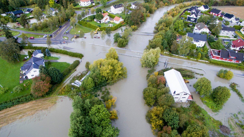 FLOM: Store vannmengder oversvømmert deler av Leirsund i Romerike forrige uke. Dette synet vil bli mer vanlig i årene som kommer, ifølge ny rapport.