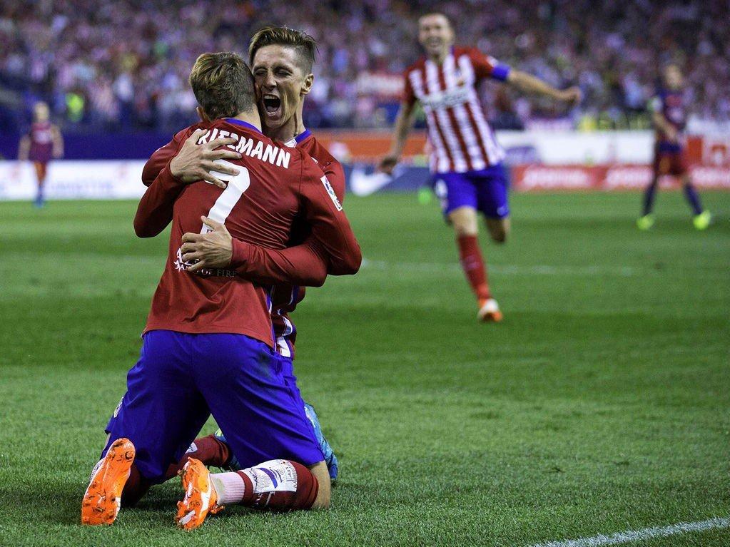 OPPTUR: Fernando Torres har hatt en positiv start på sesongen. Her feirer han scoring mot Barcelona tildigere i september sammen med angrepskillega Antoine Griezmann.