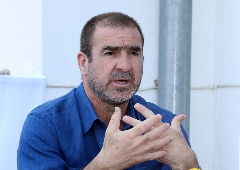 TILBYR HJELP: Eric Cantona skal sørge for at flyktninger får tak over hodet i Marseille.