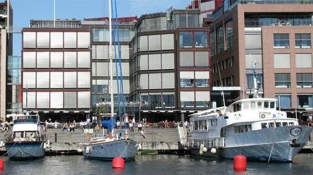 Det er stor sannsynlighet for innføring av eiendomsskatt i Oslo etter kommunevalget. En eventuell fordeling av eiendomsskatten på leietakerne må forankres i den enkelte leiekontrakt, skriver artikkelforfatterne.