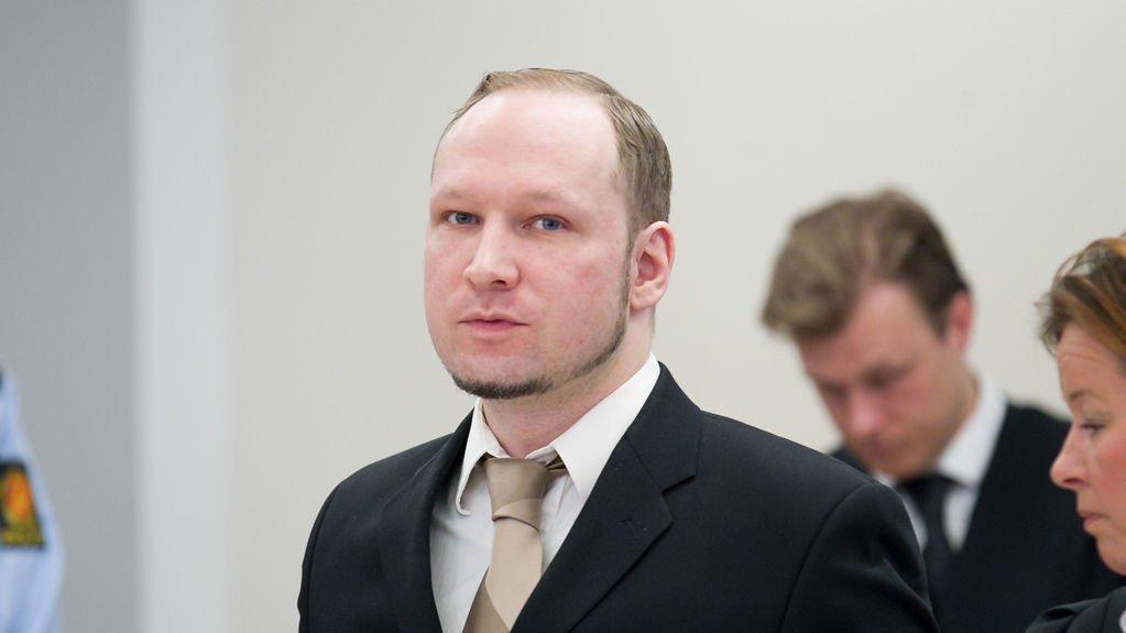 8cd40282 VIL SULTESTREIKE: Terrordømte Anders Behring Breivik klager i et brev over  tøffere soningsforhold. Han