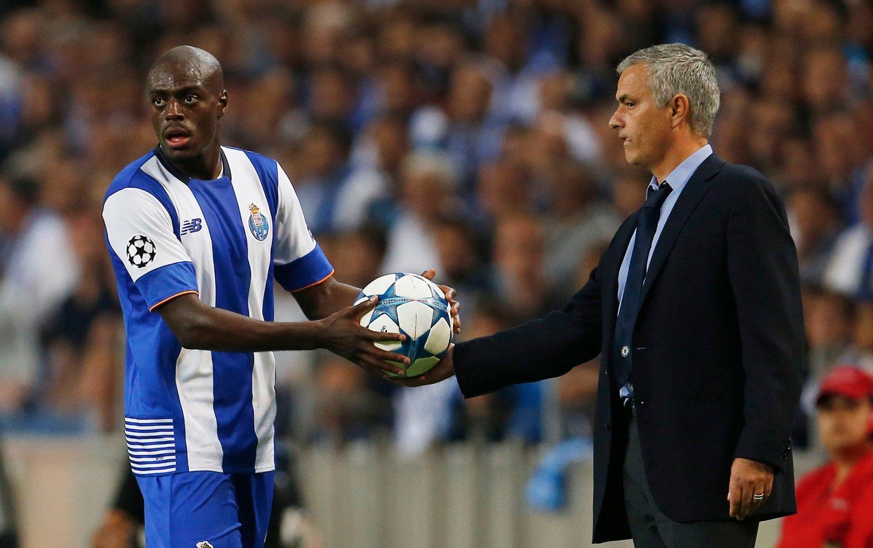 VURDERES AV UNITED: Bruno Martins Indi kan møte Chelsea-manager José Mourinho flere ganger, dersom Manchester United gjennomfører planene om å hente ham til Old Trafford.