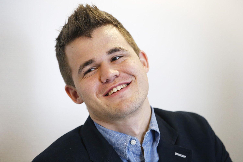 REMIS OG SEIER: Magnus Carlsen har kommet godt i gang med sine VM-partier.