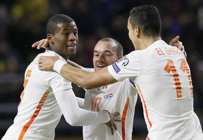LA PRESS PÅ TYRKIA: Nederland sikret seg en livsviktig seier borte mot Kasakhstan takket være scoringer fra Georginio Wijnaldum og Wesley Sneijder.