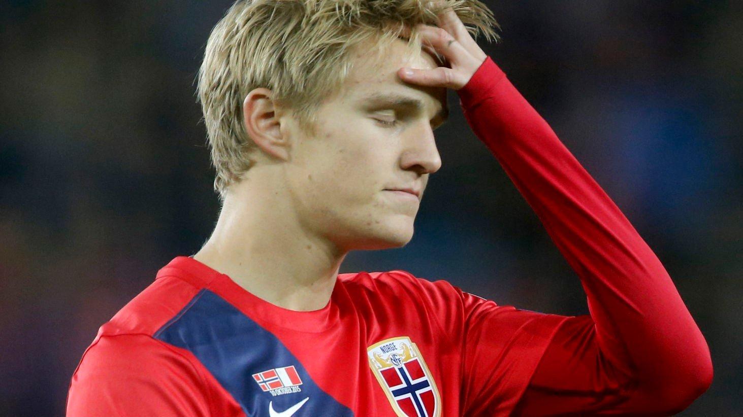 BARE NESTEN: Martin Ødegaard fortviler etter en å ha bommet på en kjempesjanse under EM-kvalifiseringskampen i fotball mellom Norge og Malta på Ullevaal stadion lørdag.
