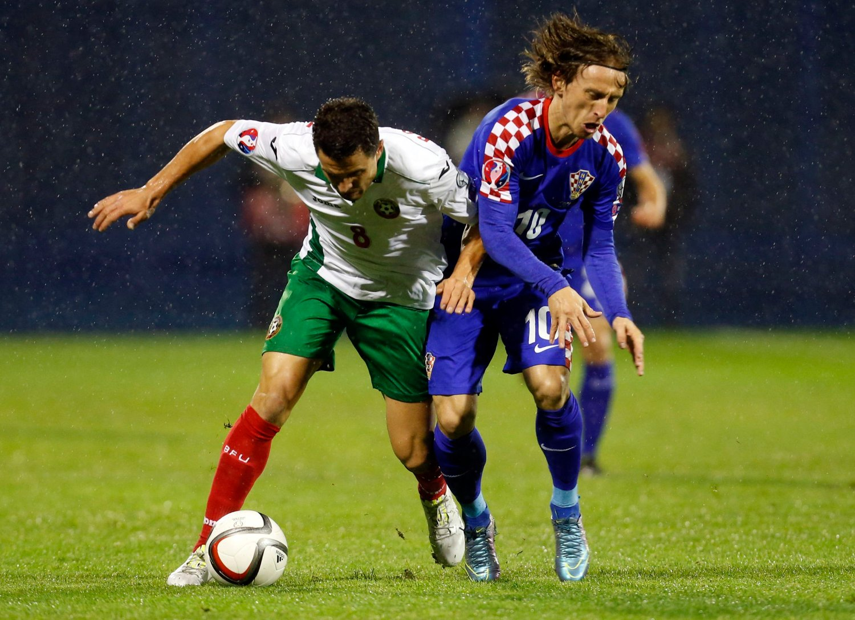 FOR GODE: Luka Modric og Koratia ble noen nummer for store for svake Bulgaria. Dermed må Norge gjøre jobben selv og vinne borte mot Italia for å kvalifisere seg direkte til EM.