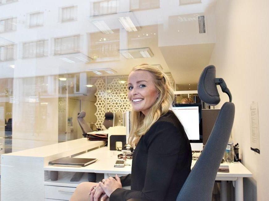Eiendomsmegler Stine Larsen Sandvik tjente dobbelt så mye i fjor som året før.