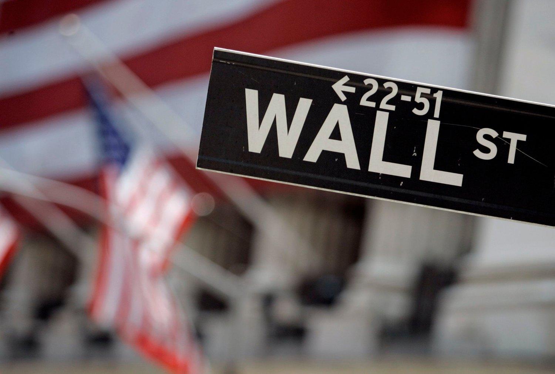 Pilene peker mot en rolig start på børsene i USA fredag.