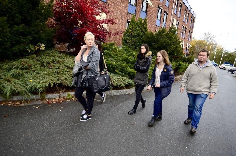 Skolen stengte på dagen, og elevene mister bostedet sitt.
