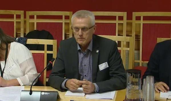 I HARNISK: Administrerende direktør Arild M. Olsen i PBL slår full alarm. Her ser vi ham på en høring om statsbudsjettet for 2016 19. oktober.