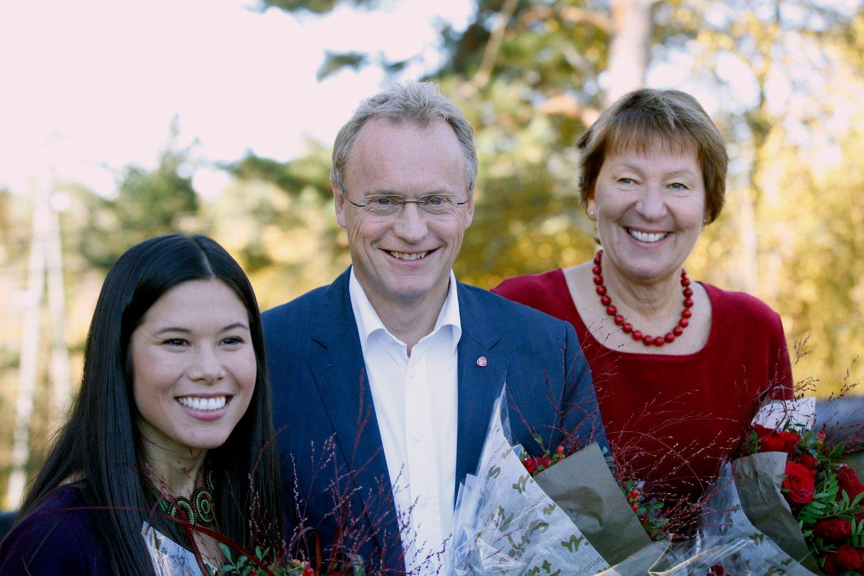 Lan Marie Nguyen Berg (MDG), Raymond Johansen (Ap) og Marianne Borgen (SV) presenterte mandag byrådserklæringen for Oslo på Østmarkssetra.