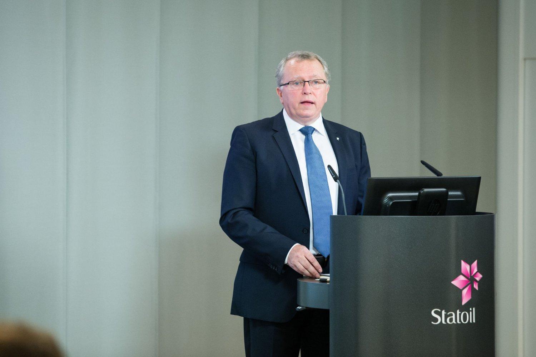 Statoil, her ved konsernsjef Eldar Sætre, sier de må nedbemanne med mellom 1100 og 1500 ansatte og 500-600 konsulenter innen 2016.