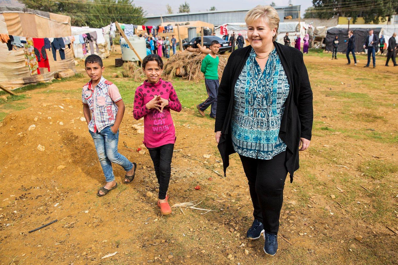I LIBANON: Statsminister Erna Solberg besøkte lørdag flyktningeleiren i byen Qab Elias i Bekadalen i Libanon.