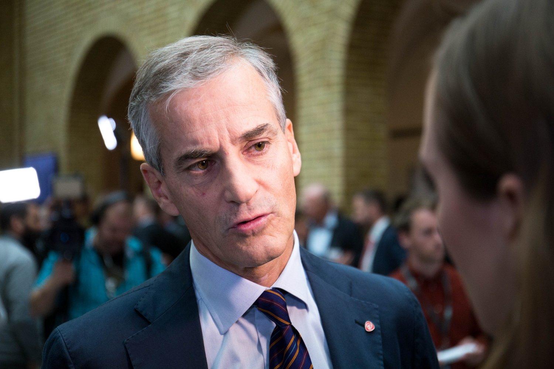 Ap-leder Jonas Gahr Støre og hans parti har vedtatt asylinnstramminger.