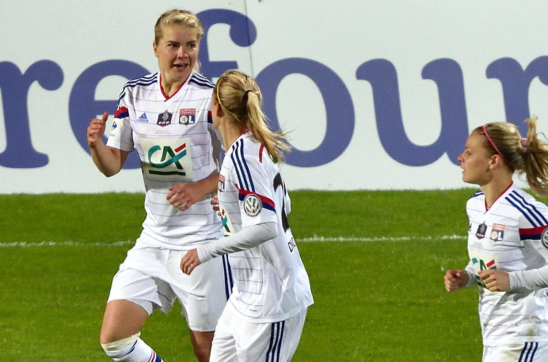 NORGES landslagsspiss Ada Hegerberg (til venstre) kunne feire flere mål i kvinnenes mesterliga onsdag kveld. Bildet er fra den franske cupfinalen tidligere i år.