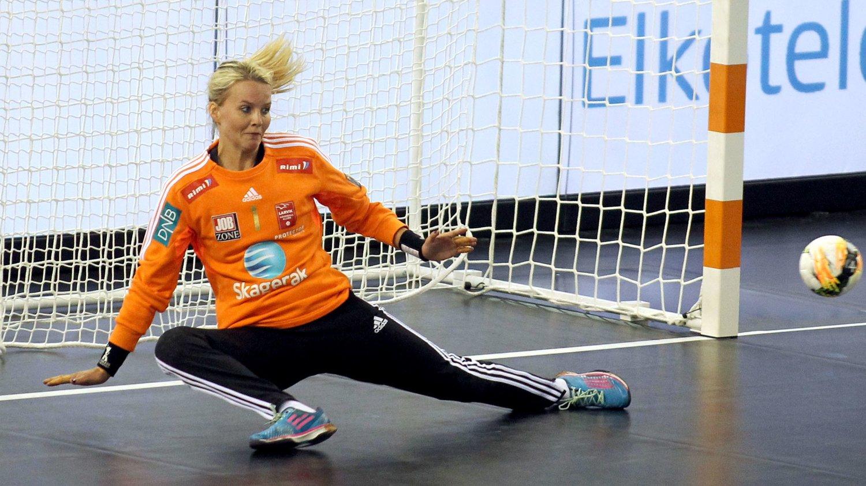 BARE NESTEN: Larvik-keeper Sandra Toft reddet flere straffekast da Larvik spilte mot russiske Rostov Don lørdag.